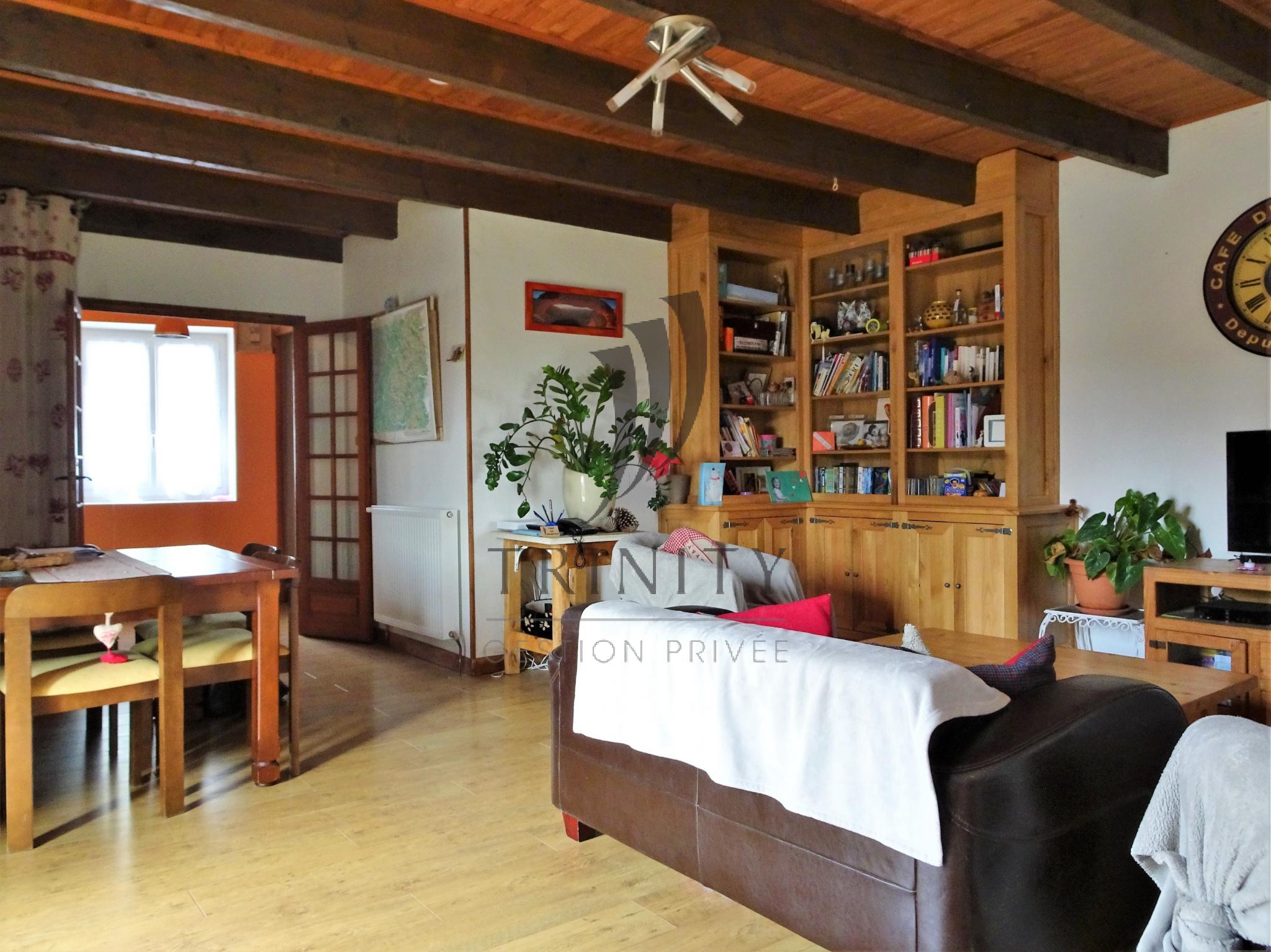 vente maison en pierre de taille de 1800. Black Bedroom Furniture Sets. Home Design Ideas